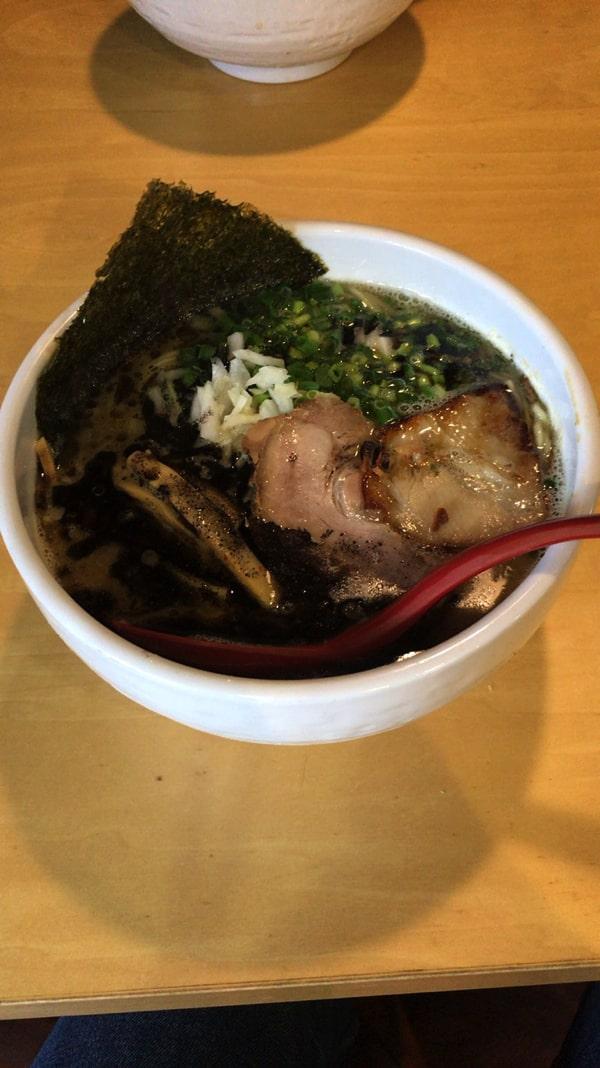 麺屋海猫の白湯醤油ラーメン